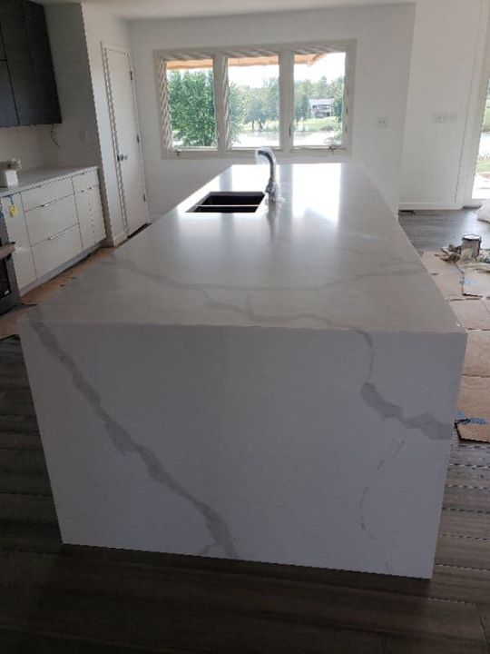 Awesome project with Aurea Stone Divine quartz installe...